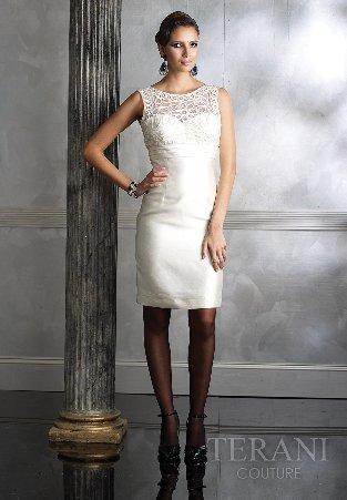 Платье футляр белое с кружевом
